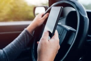 Accidentes de carro por enviar mensaje de texto